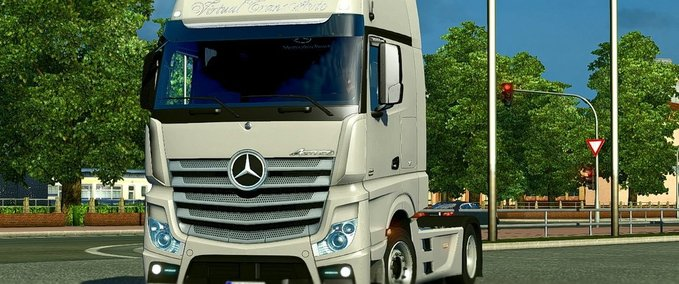 Mercedes-benz-actros-mp4-interior